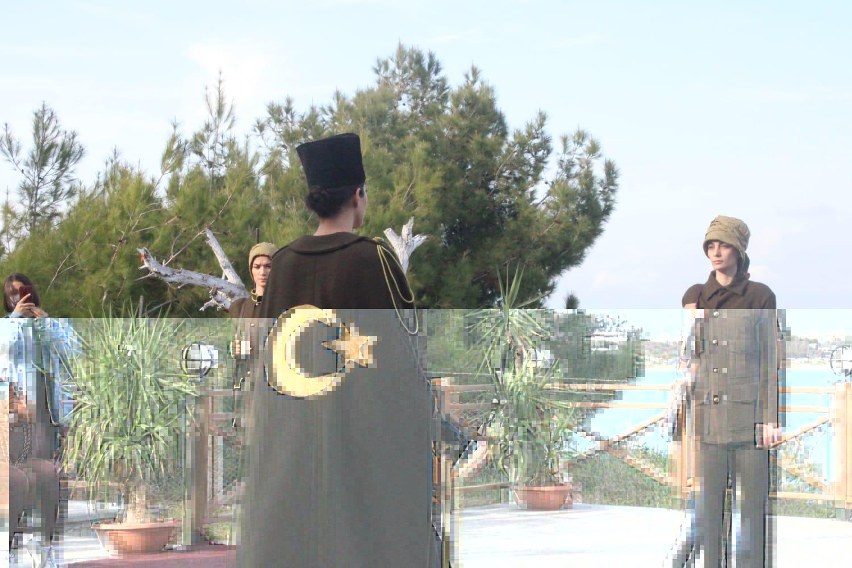 Karataş'ta Cumhuriyet Dönemi Kadın Kıyafetleri Defilesi Düzenlendi.